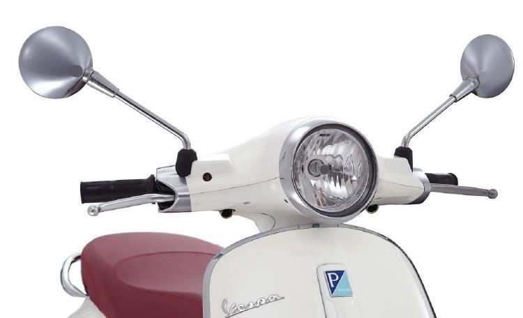 Vespa-Primavera-wit-koplamp