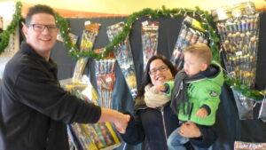 facebook aktie 2015 1ste winnaar Emmeloe Kolenc van Overveld met zoontje