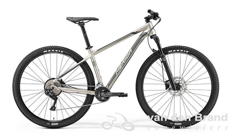 Big-Nine-500-grijs