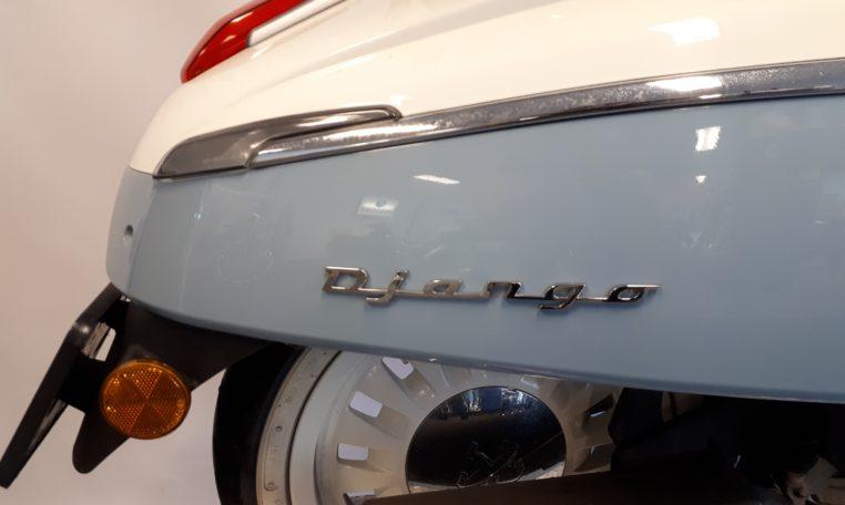 Peugeot Django Evasion Blauw wit snorfiets naam