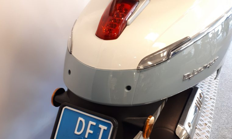 Peugeot Django Evasion Blauw wit snorfiets kenteken